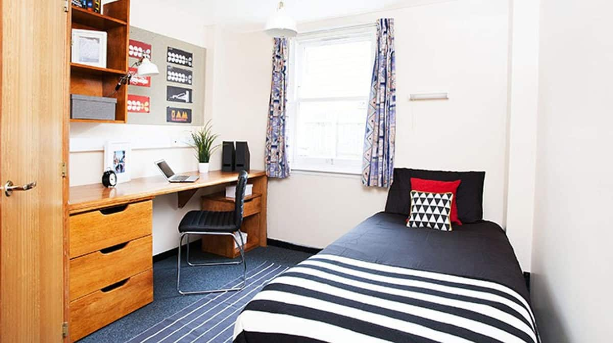 Stepney Green residence en suite room