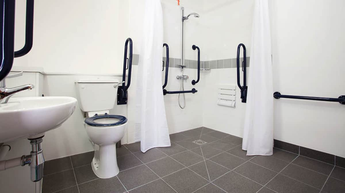 Aldgate Residence Accommodation - Accessible Bathroom