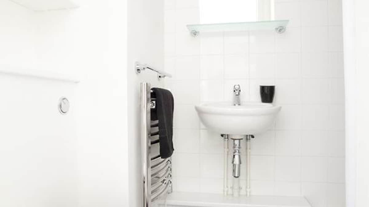 Aldgate Residence Accommodation - Bathroom