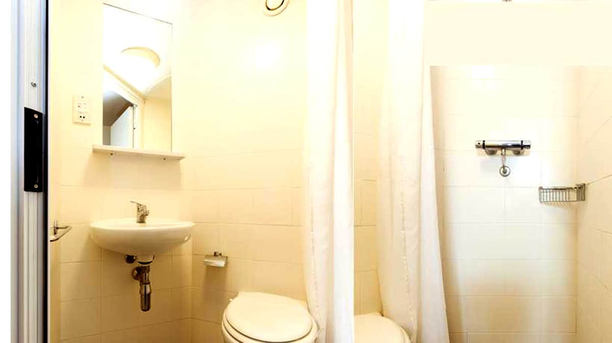 Westferry Residence Accommodation - Bathroom