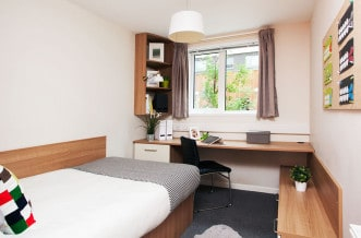 Tottenham Residence Accommodation - En Suite Bedroom