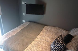 Regent's Canal Residence Accommodation - Bedroom