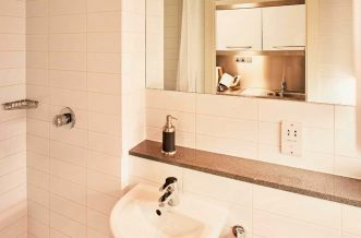 Portobello Residence Accommodation - Bathroom