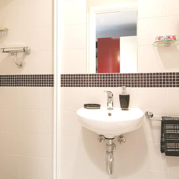 Camden Lock Residence Accommodation - Executive Studio Bathroom