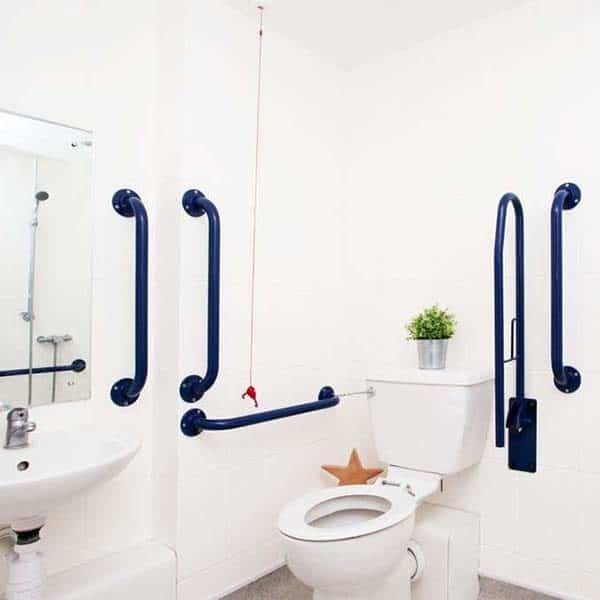 Islington Residence Accommodation - Classic Accessible Studio Bathroom