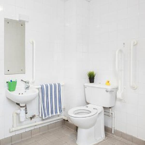 Old Street Classic Accessible Studio Bathroom