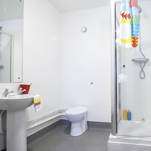 Tottenham Residence Accommodation - En-Suite Bathroom