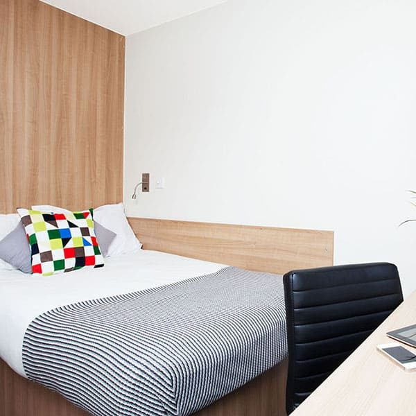 Tottenham Residence Accommodation - En-Suite Bedroom