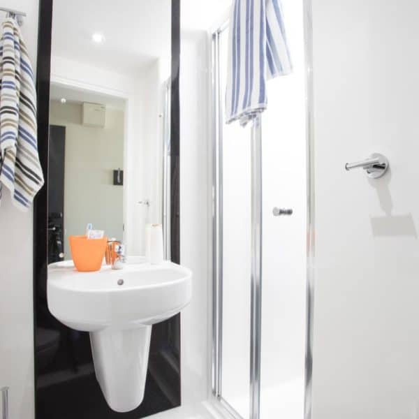 Stratford Residence Accommodation - Bathroom