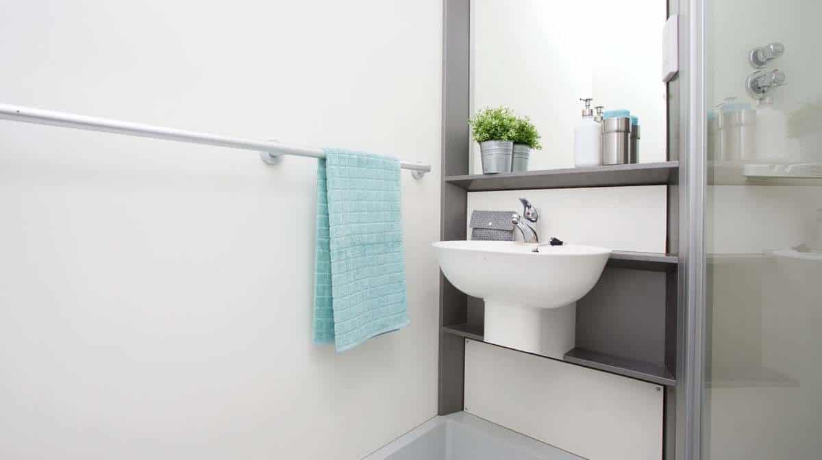 Shadwell Quantum Court residence accommodation - En-Suite Bathroom