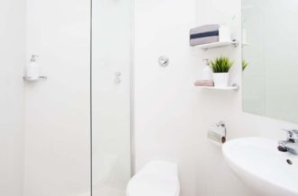 Shadwell Quantum Court residence accommodation - Bathroom