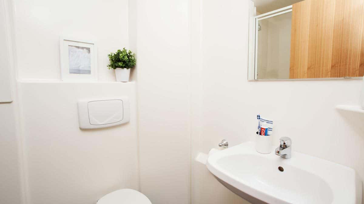 Euston Somerset Court Residence Accommodation - Bathroom