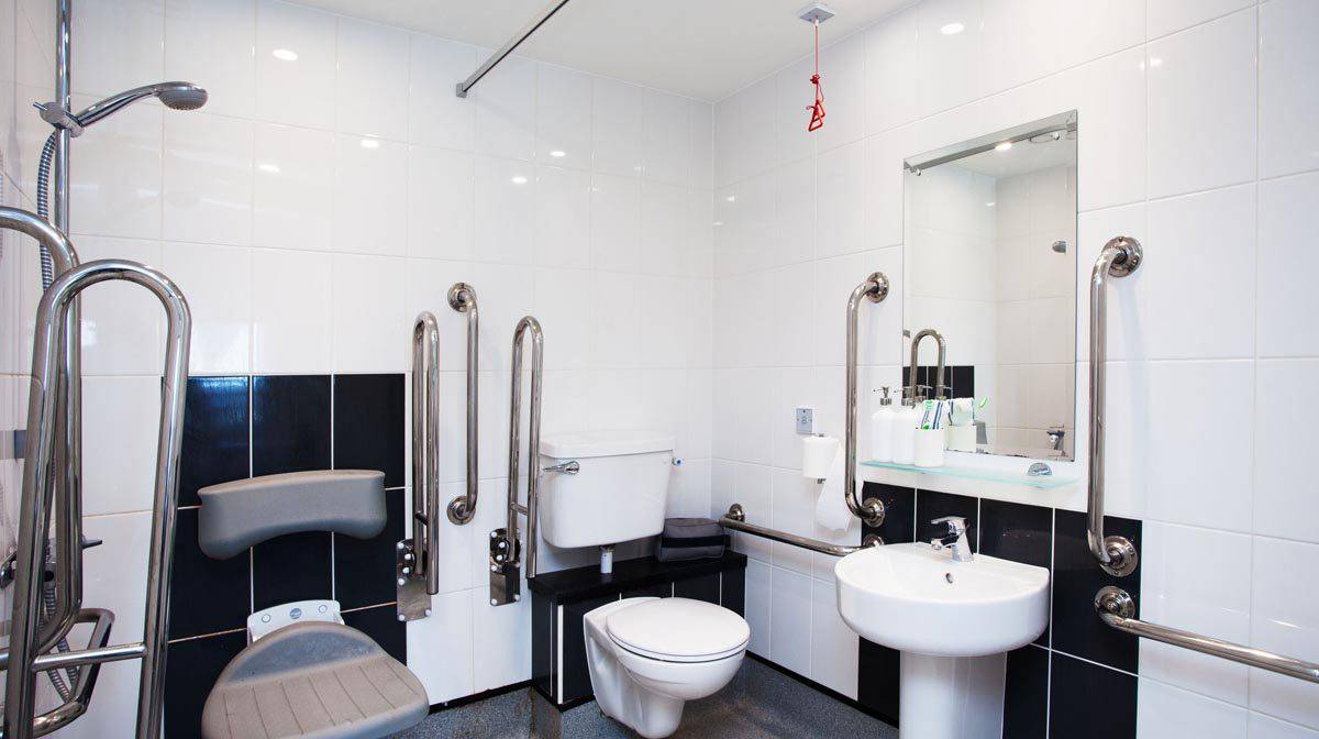 Liverpool Grand Central Residence Accommodation - Accessible Bathroom