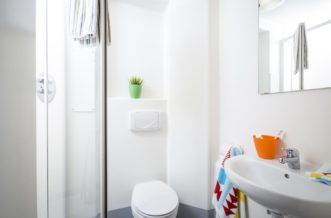 Plymouth Residence Accommodation - Bathroom