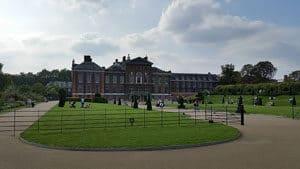 800px-Kensington_Palace,_Kensington_Gardens,_London,_England