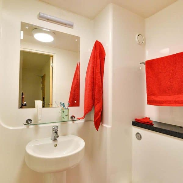 Kentish Town residence accommodation - Deluxe Plus Studio Bathroom