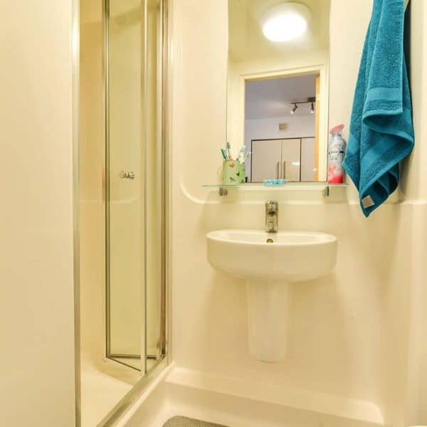 Kentish Town residence accommodation - Premium Studio Bathroom
