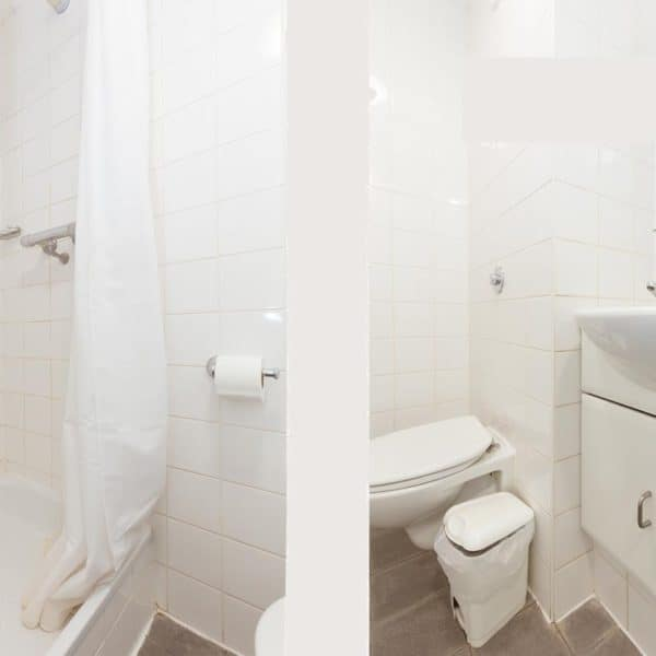Waterloo Southwark residence accommodation - En Suite Bathroom