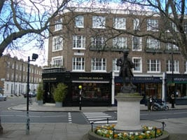 Mozart_Statue,_Orange_Square_SW1_-_geograph.org.uk_-_150362